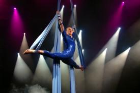 lisa truscott circus performer on the silks / corde lisse